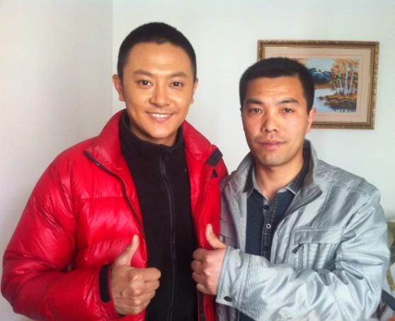 2013年4月13日著名影视明星印小天和熙澜服装李总在北京成功签约,印小天亲情代言熙澜服装品牌代言人